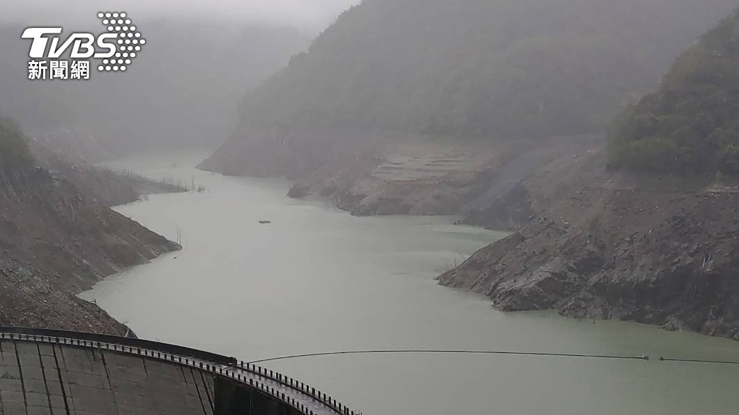 德基水庫水位持續下降。(圖/中央社資料照) 德基水庫供水剩28天 水利署曝「最新限水進展」