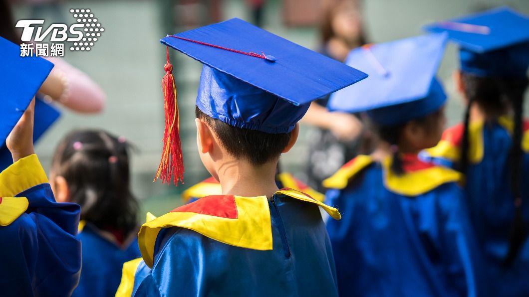 一名家長透露孩子畢業典禮就得噴3000元。(示意圖/shutterstock 達志影像) 參加大班兒畢典噴3千 母怒嗆:以為大家都有錢?