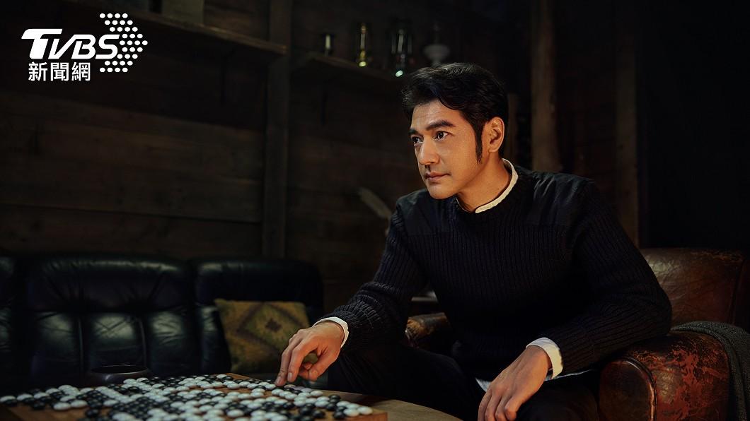 廣告中與金城武對戰圍棋的人其實是他自己。(圖/福隆提供) 男神驚喜返台!金城武「狂嗑肉圓、麵線」近況曝光