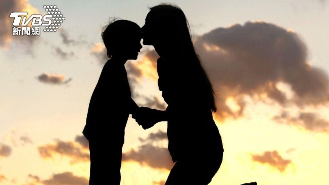 一名媽媽愛子心切,採取超嚴格教育理念。(示意圖/Shutterstock達志影像) 虎媽育兒「100分才及格」 父公園陪玩遭嗆:別放縱他