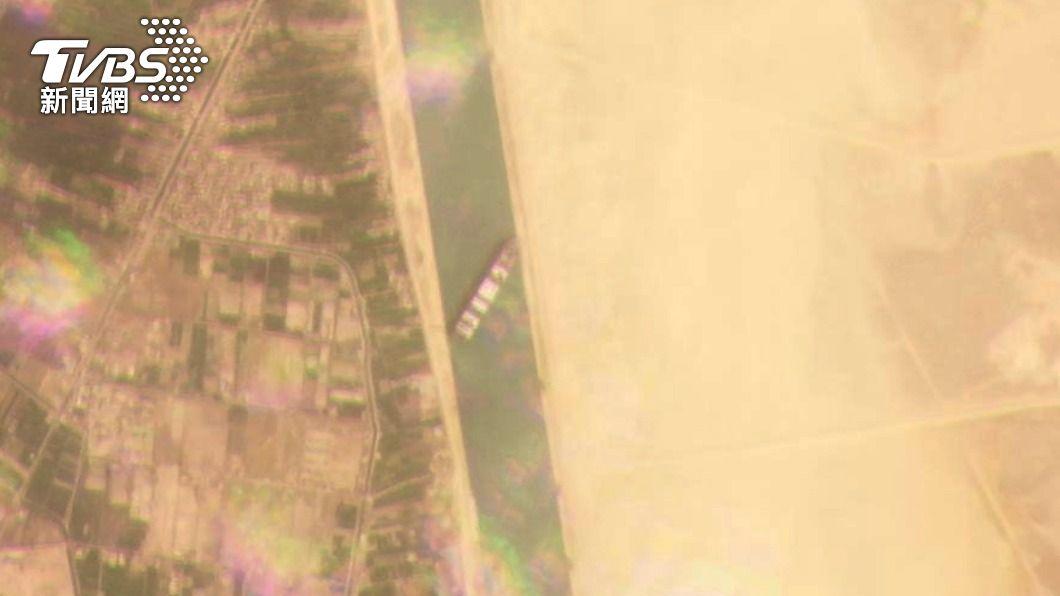 (圖/達志影像美聯社) 長榮貨櫃續卡蘇伊士運河 28、29日最佳脫困時機