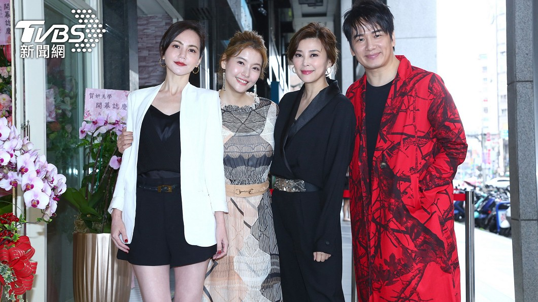 簡沛恩(圖左1)、方馨(圖右2)和張洛君(圖右1)都為王樂妍站台。(圖/超級紅娛樂提供) 《女力》王樂妍爆喜訊 「斜槓身分曝」賜她終身VIP