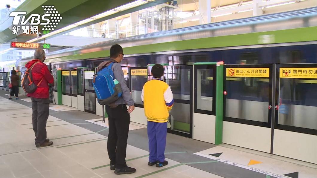 (圖/中央社) 台中捷運綠線試營運 看好沿線商機店家搶插旗