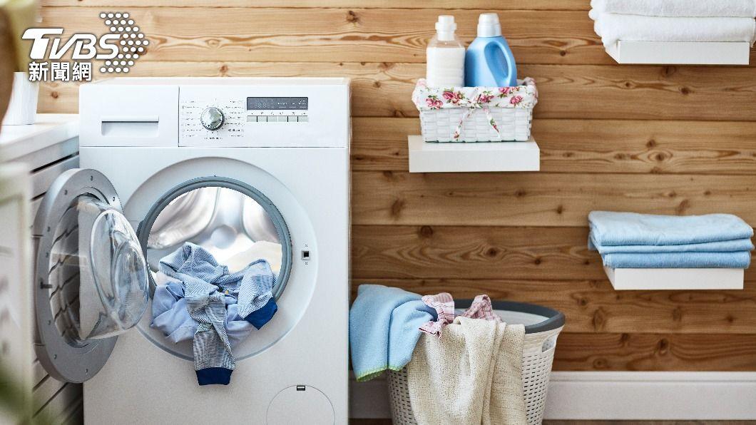 男子遭鄰居控訴家中洗衣機運作的聲音太大聲。(示意圖/Shutterstock達志影像) 住透天加隔音窗仍被嫌「洗衣吵」 內行一看秒解惑