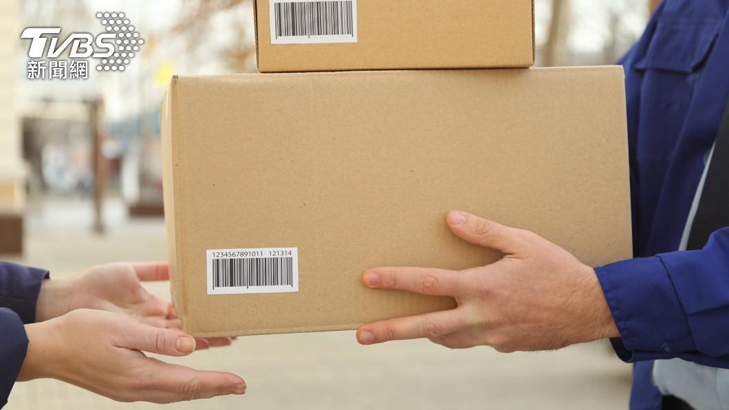 一名網友已經和客戶約定要把手中贈品送給對方。(示意圖/shutterstock 達志影像) 超番!告知贈品有人預定 奧客無理要求硬凹狂跳針