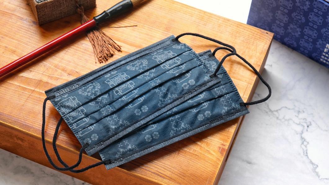 萊潔推出藍絲綢限量口罩(圖/萊禮生醫提供) 超潮「藍絲綢」口罩壓軸登場 傳統x潮流限量預購