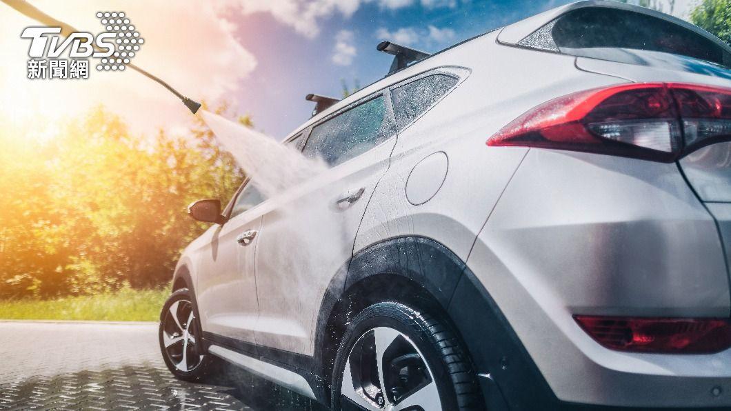 配合限水措施,中油4縣市暫不提供洗車服務。(示意圖/shutterstock達志影像) 配合限水 中油:4縣市3/31起暫停洗車服務