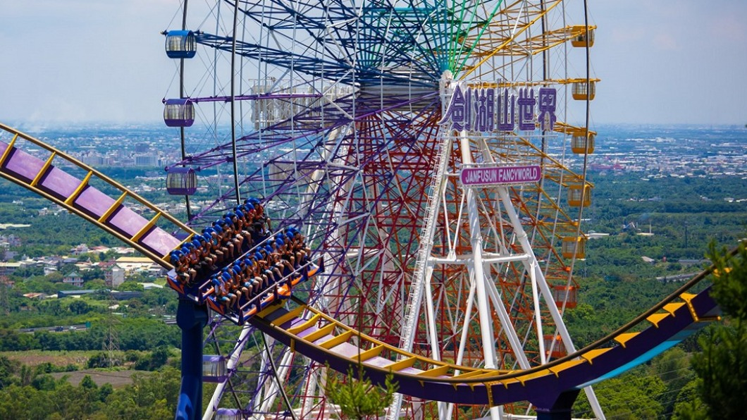 劍湖山世界主題樂園歡慶35週年。(圖/翻攝自劍湖山世界臉書) 快對車牌!「中3碼」299瘋玩遊樂園、當日壽星享1元
