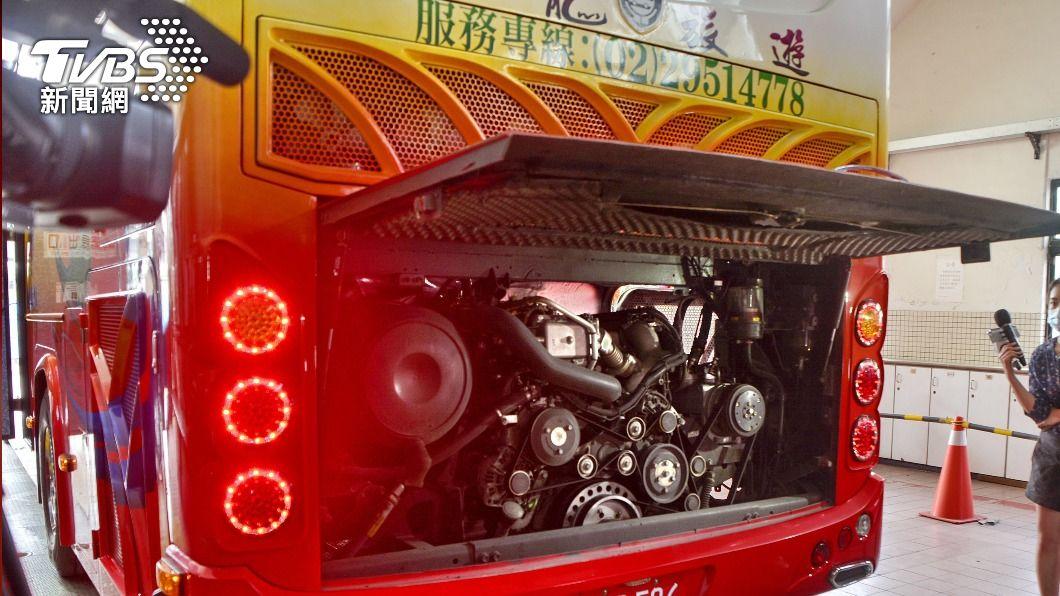 (圖/中央社) 遊覽車座椅安全檢查 交通部擴大召回1189輛