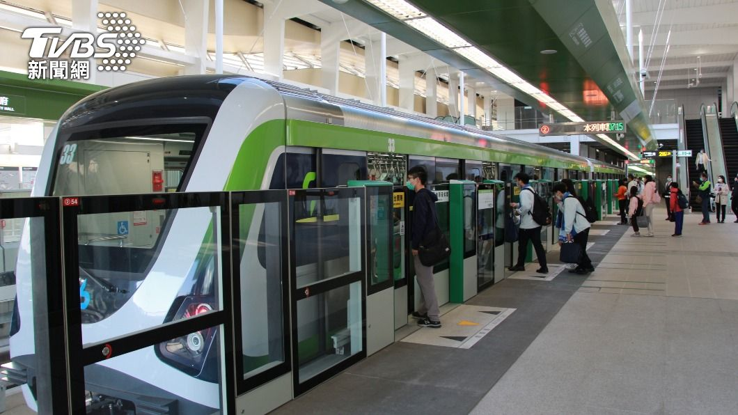(圖/中央社) 台中捷運恢復試營運首日5.5萬人次 備戰連假人潮