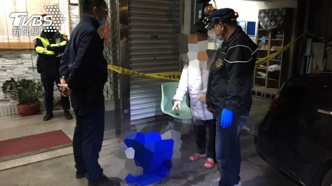 一名在護理之家工作的女子日前在宿舍廁所產下一名男嬰。(圖/TVBS) 趁尪在國外偷吃 三峽人妻「搞大肚子」廁所產子裝箱棄屍