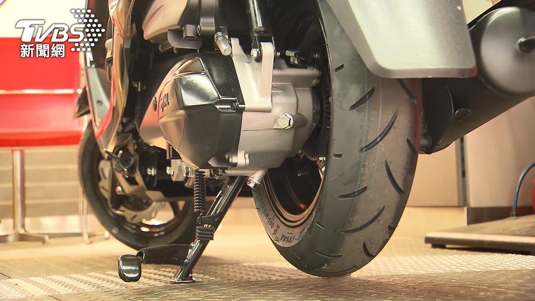 民眾好奇為何「不常騎車輪胎易消氣」。(示意圖/TVBS) 久沒騎車輪胎易消氣? 內行揭密原理:熱脹冷縮