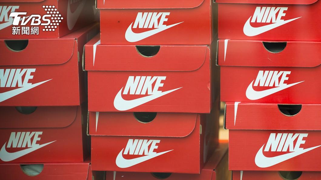 Nike新款運動鞋上架秒售罄。(示意圖/shutterstock達志影像) 鍵盤救國?陸挺新疆棉 Nike新鞋上架34萬人秒搶空