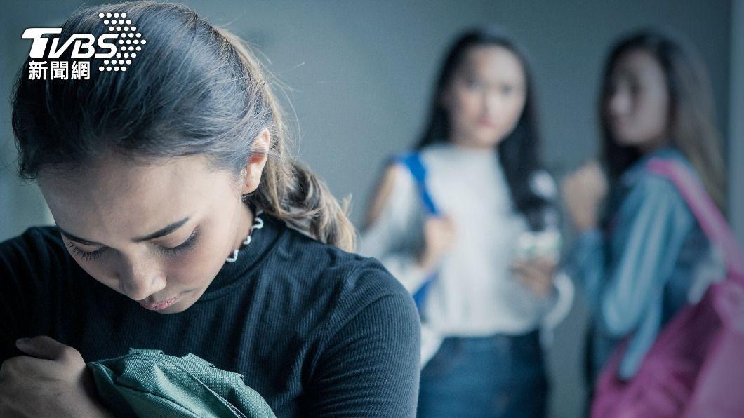 南韓一名女童遭同儕霸凌。(示意圖/shutterstock 達志影像) 韓女童遭「壓馬桶」吞洗髮精 同儕停學5天家長怒請願