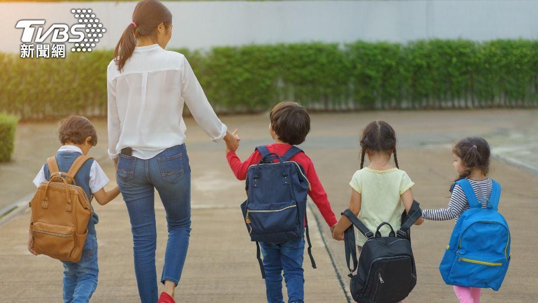 許多幼稚園孩童不習慣穿內褲。(示意圖/shutterstock 達志影像) 大班童拍畢業照被提醒「穿内褲」 網揭密超爆笑真相