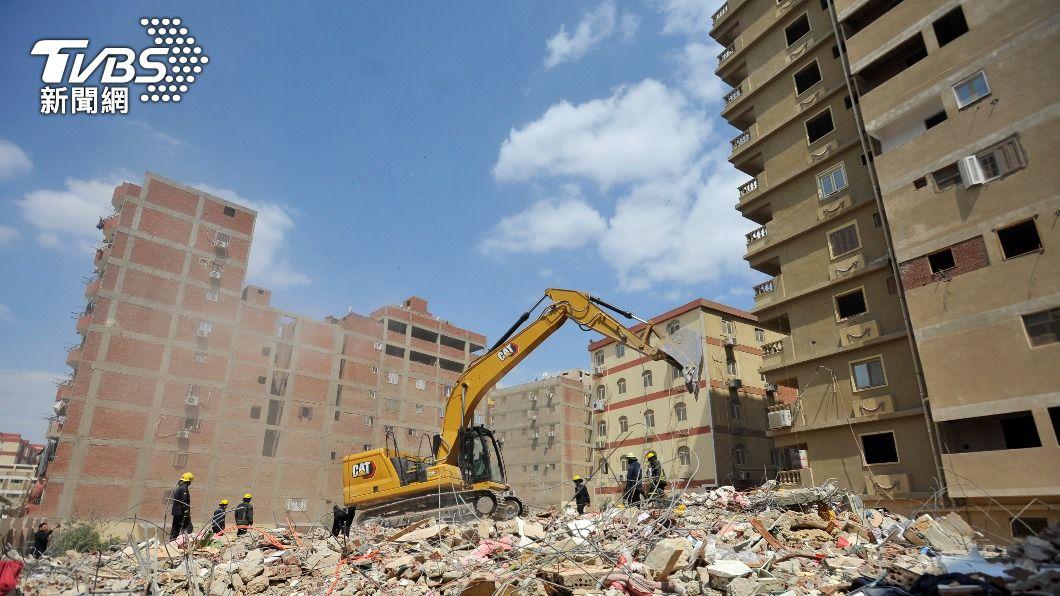 圖/達志影像路透社 埃及首都開羅住宅大樓倒塌 至少18死24傷