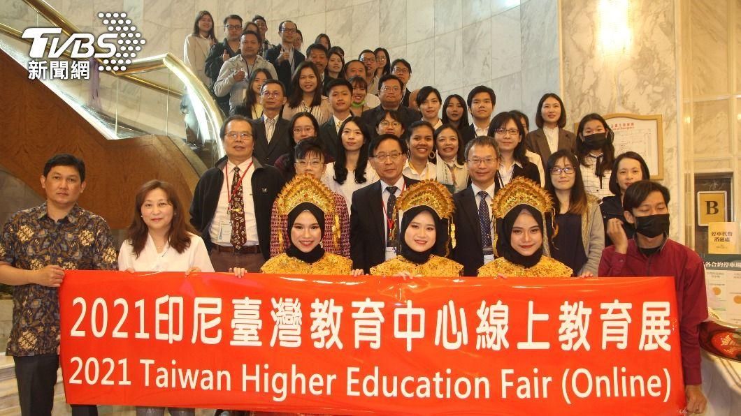 台印高等教育展昨(27)日線上舉辦,吸引約2萬5000人瀏覽。(圖/中央社) 交流不因疫情中斷 台灣線上教育展向印尼招生