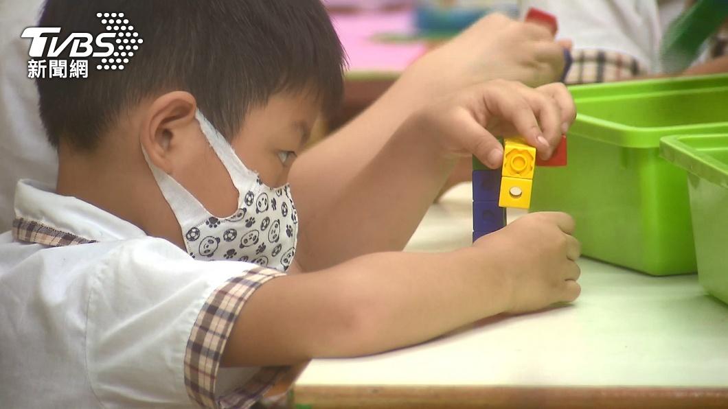 全國停課延至6月14日。(圖/TVBS) 停課半月退嘸2千元!他籲校方「給老師薪水」:別兩頭賺
