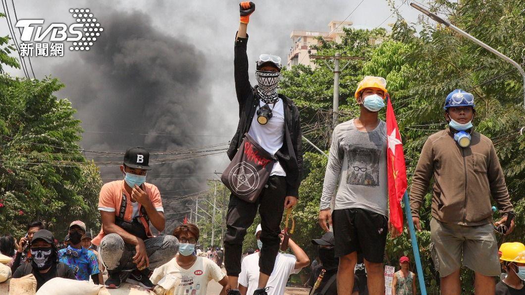 緬甸維安部隊今(28)日使用致命性武力,導致114人死亡,美英等國防部長共同譴責。(圖/達志影像路透社) 緬甸軍人節血腥鎮壓 英美日韓12國防長同聲譴責