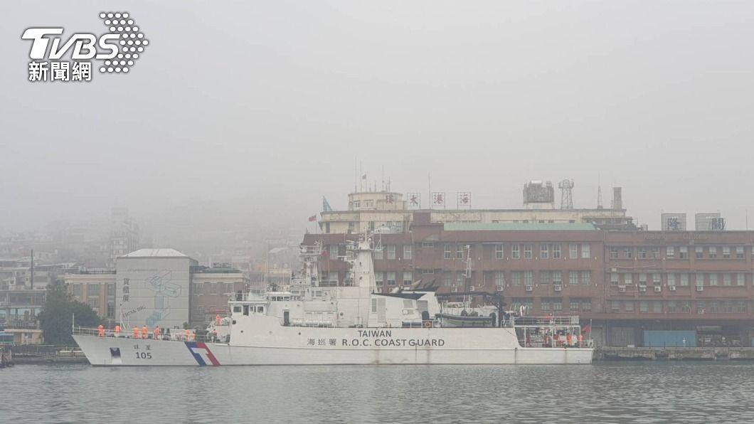 (圖/中央社) 濃霧籠罩基隆港實施管制 外海5船無法進港
