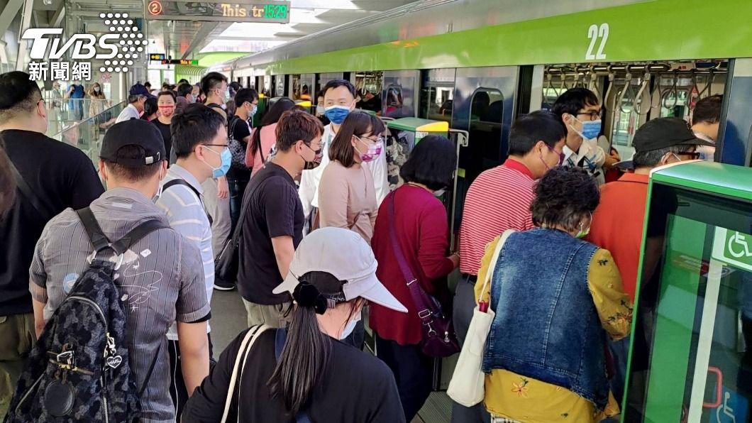 中捷綠線截至28日累計運量逾31萬人次。(圖/中央社) 中捷綠線恢復試營運 首4日累積運量逾31萬人次