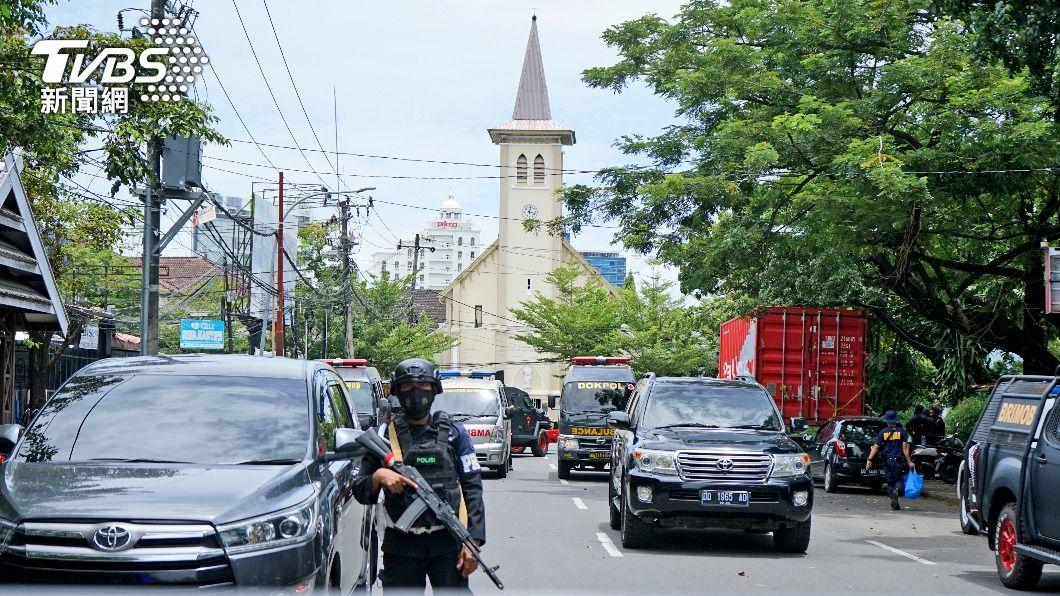 (圖/達志影像美聯社) 印尼天主教堂遭恐攻 警方:神權游擊隊犯案