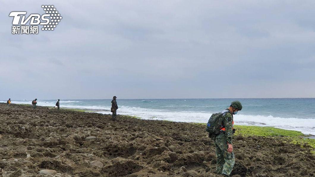 (圖/中央社) F-5E飛官潘穎諄失蹤第8天 軍方300兵力持續搜尋