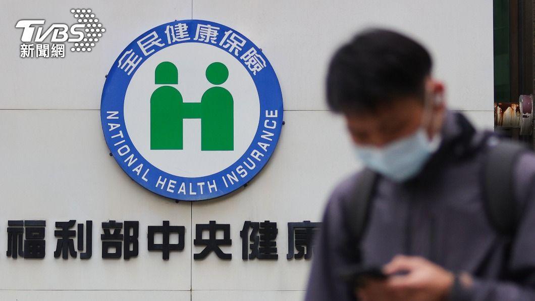 (圖/中央社) 111年健保總額破8千億大關 住院看護仍未納給付