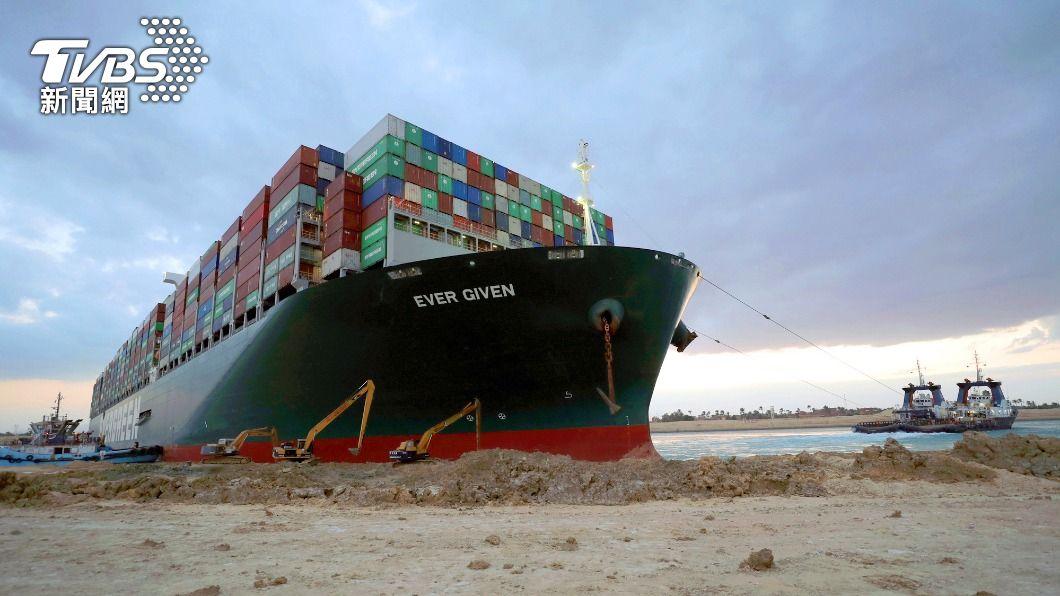 (圖/達志影像美聯社) 阻塞蘇伊士運河近一週 長賜輪船向導正完成80%