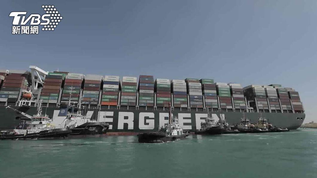 長榮海運「長賜輪」。(圖/達志影像美聯社) 卡蘇伊士運河近一星期 長賜輪船尾成功移開西岸