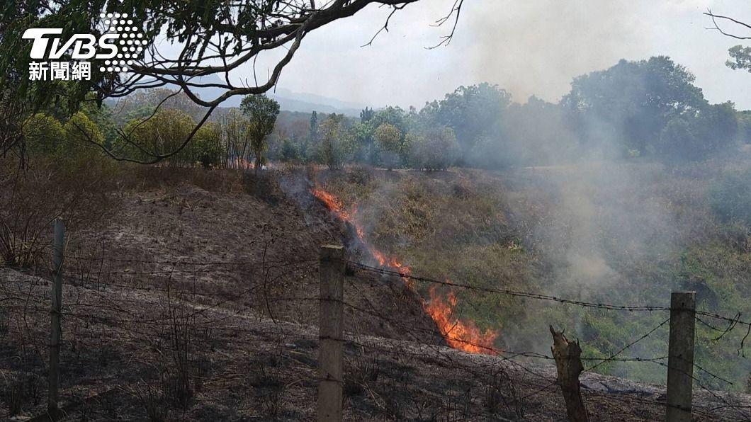 (圖/中央社) 嘉縣墓地火警是去年同期3倍多 消防疲於奔命