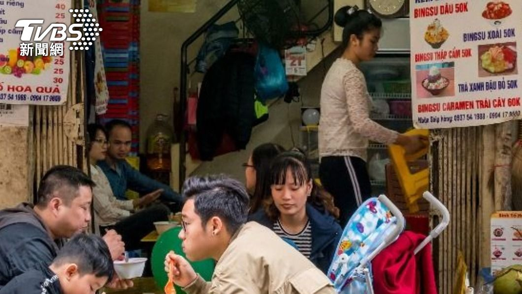 台灣不少小吃店會雇用外籍移工。(示意圖/shutterstock 達志影像) 小吃店怨找嘸台員工!網看「待遇」狠酸:難怪沒人