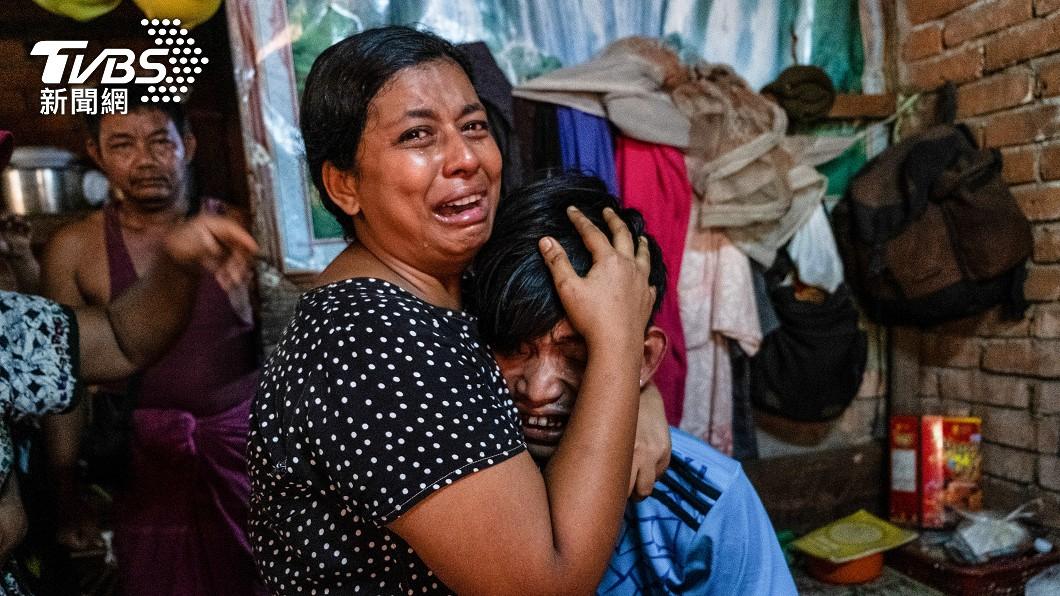 緬甸政變後軍方鎮壓造成上百平民喪生。(圖/達志影像路透社) 緬軍鎮壓釀上百死! 美國出手:全面終止貿易往來