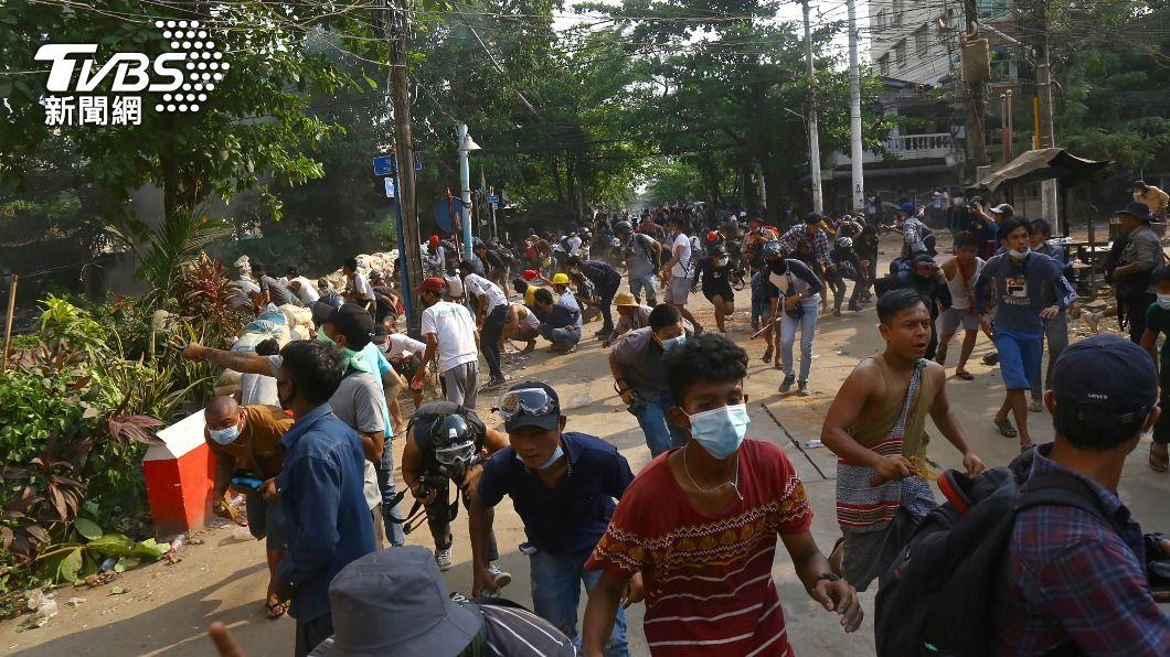 (圖/達志影像美聯社) 軍政府打壓媒體 緬甸記者四處躲藏冒死傳遞訊息