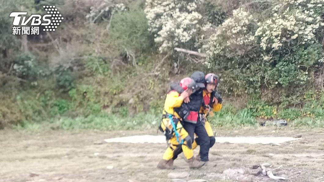 (圖/中央社) 玉山北峰登山客高山症發作 黑鷹直升機馳援