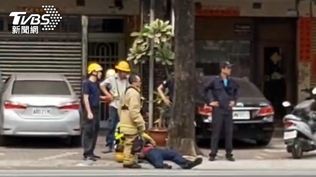 高雄台電工人因沼氣昏迷。(圖/TVBS) 高雄台電施工沼氣外洩 2工人頭暈昏迷1人命危