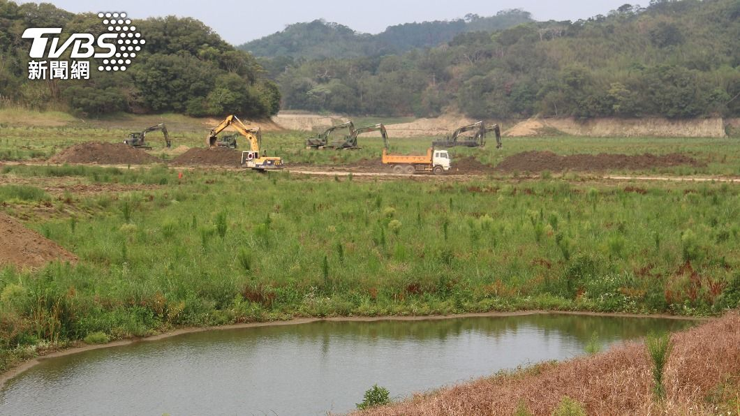 (圖/中央社) 明德水庫距呆水位只剩6公尺 國軍把握時機清淤