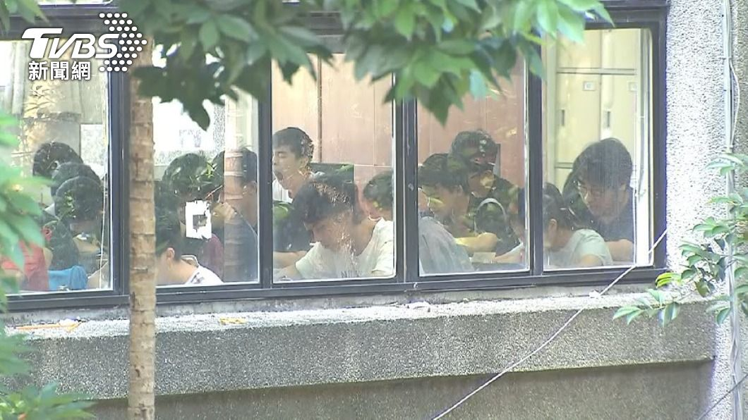 圖/TVBS資料畫面 快訊/教育部擬延後考招時程 逾千家長連署反對