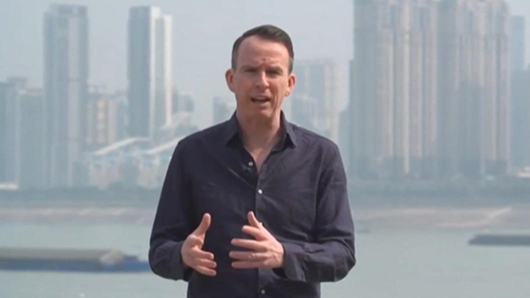 圖/John Sudworth YouTube頻道網頁 BBC駐北京記者改派台灣 便衣公安一路跟到機場