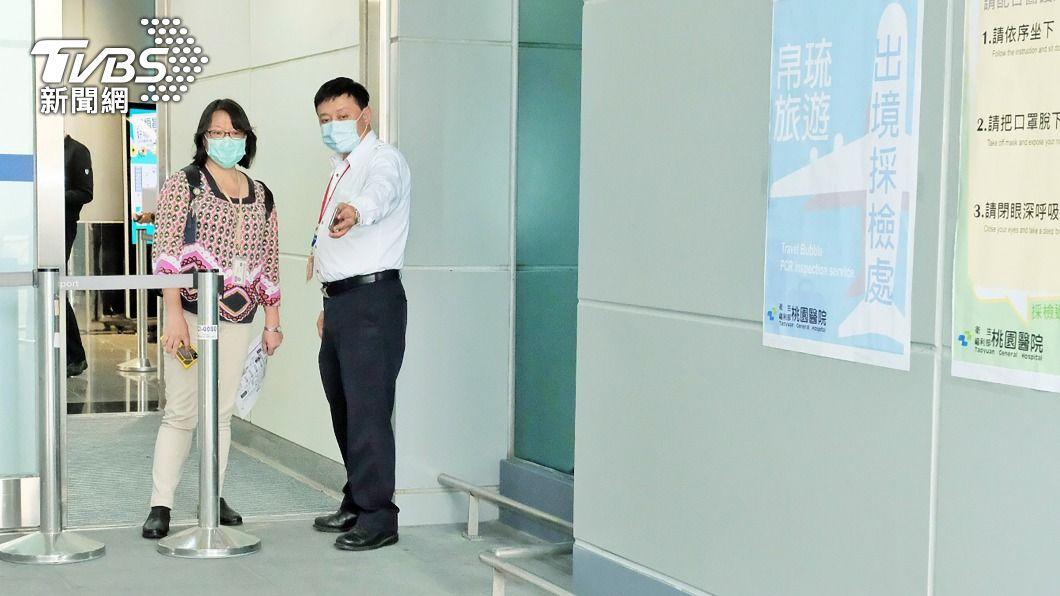 今(4)日台帛旅遊泡泡首發。(圖/中央社) 台帛旅遊泡泡首發團將啟航 採檢人員完成整備