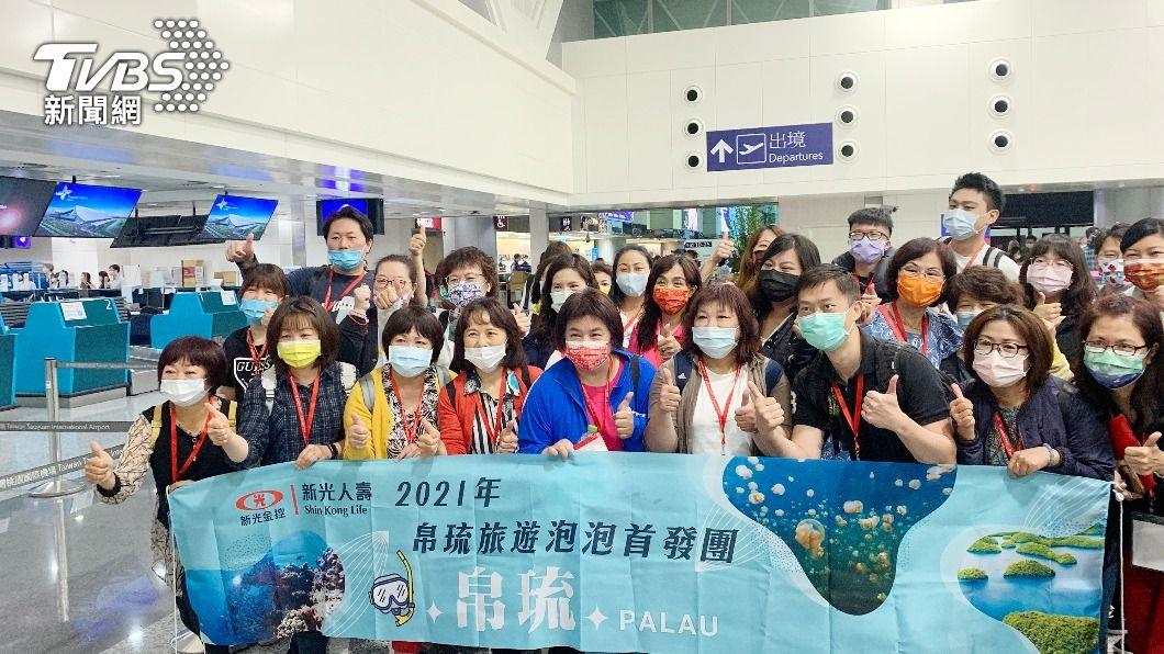 (圖/中央社) 台帛旅遊泡泡首航倒數 旅客採檢完成期待出國