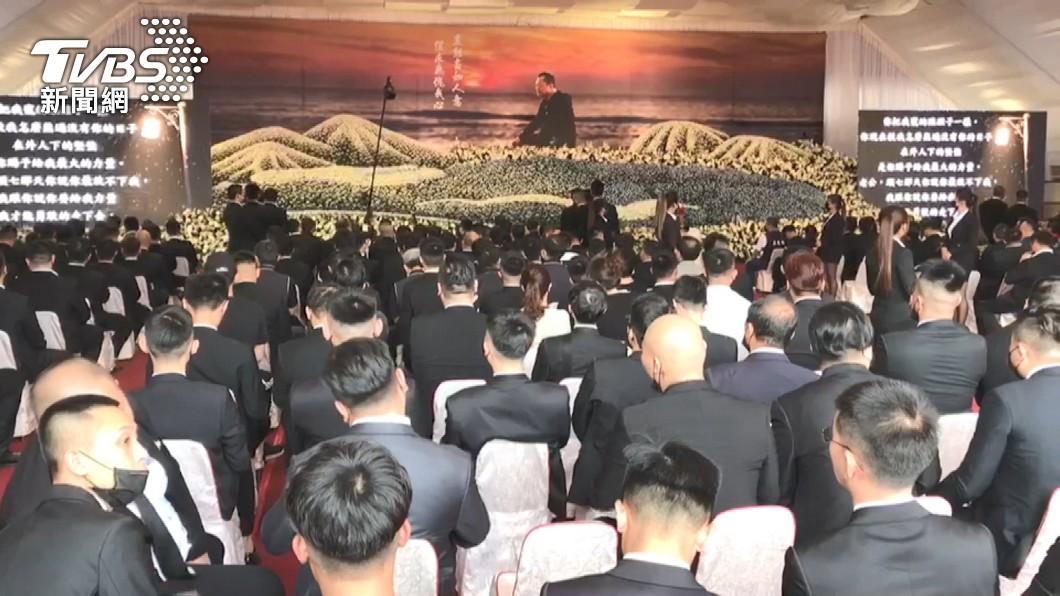 (圖/TVBS) 遭槍殺台南角頭告別式 警方戒備查獲6名通緝犯