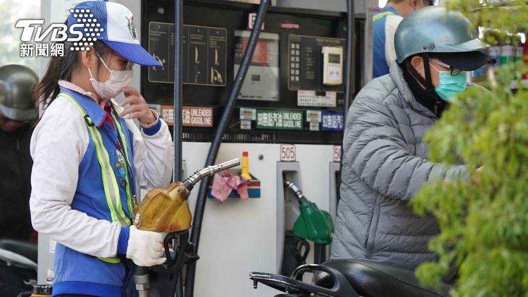 (圖/中央社) 快去加油!油價恐連7漲 汽柴油下週估調漲1角