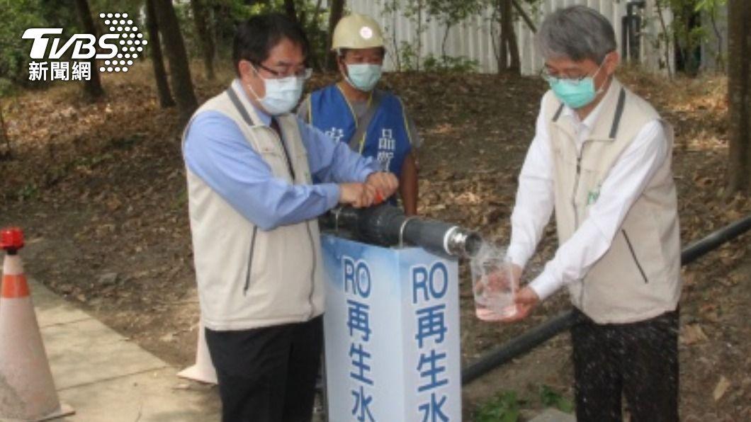 台南市長黃偉哲啟用移動式淨水設備。(圖/中央社) 台南啟用移動式淨水設備 日產工業用水430噸
