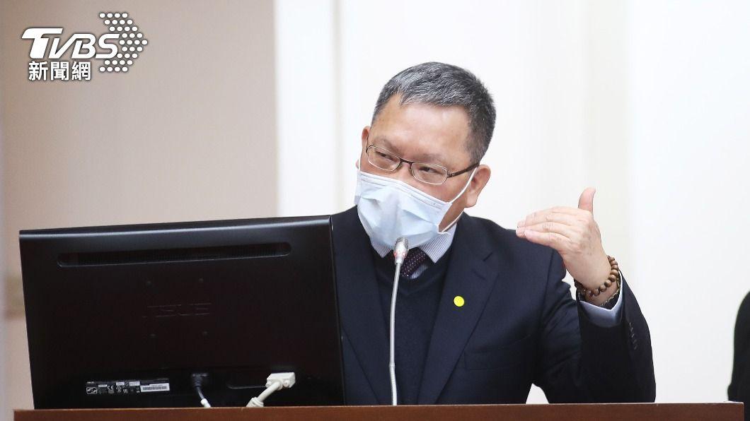 財政部長蘇建榮。(圖/中央社) 泛公股銀頻傳疏失 財長:造成民眾困擾表示歉意