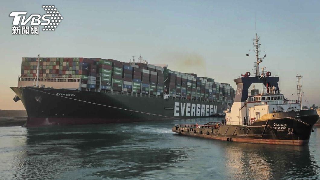 長賜輪堵塞蘇伊士運河一星期。(圖/達志影像美聯社) 長賜輪卡蘇伊士運河塞船一週 埃及擬索賠台幣288億