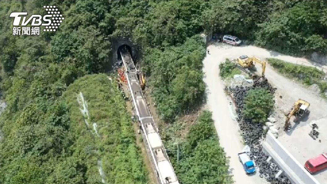 事故現場空照圖。(圖/TVBS) 要求停工仍致太魯閣號50死 台鐵怒:廠商根本賠不起