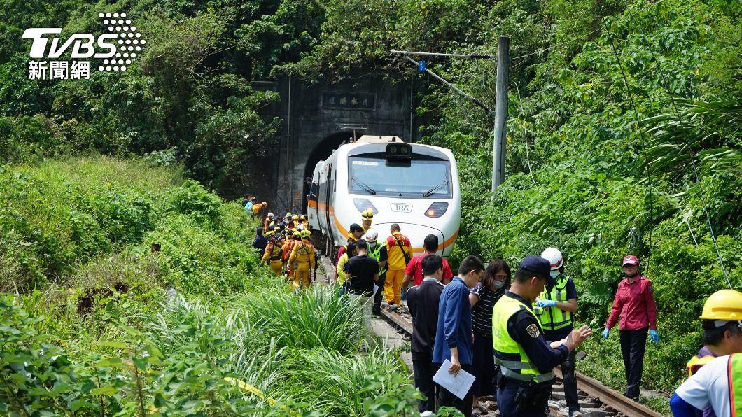 (圖/中央社) 太魯閣號出軌事故 台鐵估東正線7天搶修完成