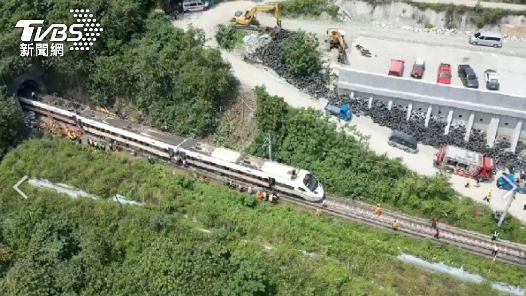 (圖/TVBS) 稱早已行文連假停工 台鐵:不解為何有工程車