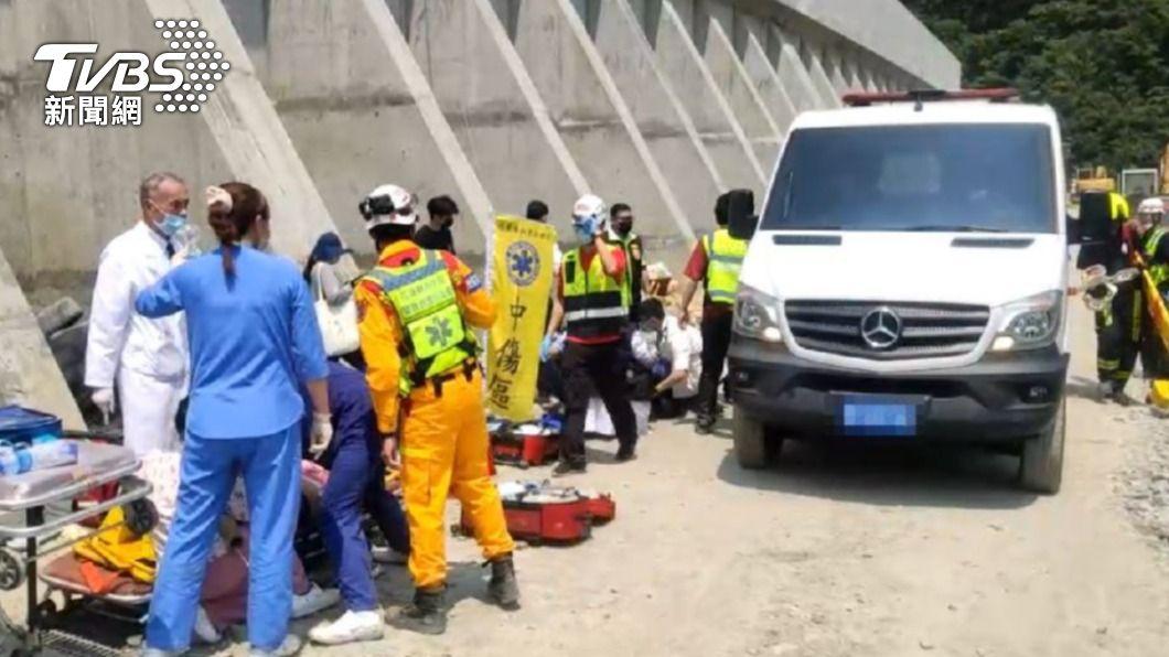花蓮飯店工會力挺台鐵事故救災人員,宣布即日起提供免費住宿。(圖/TVBS) 暖心挺救災!花蓮34家飯店提供救難人員免費住宿